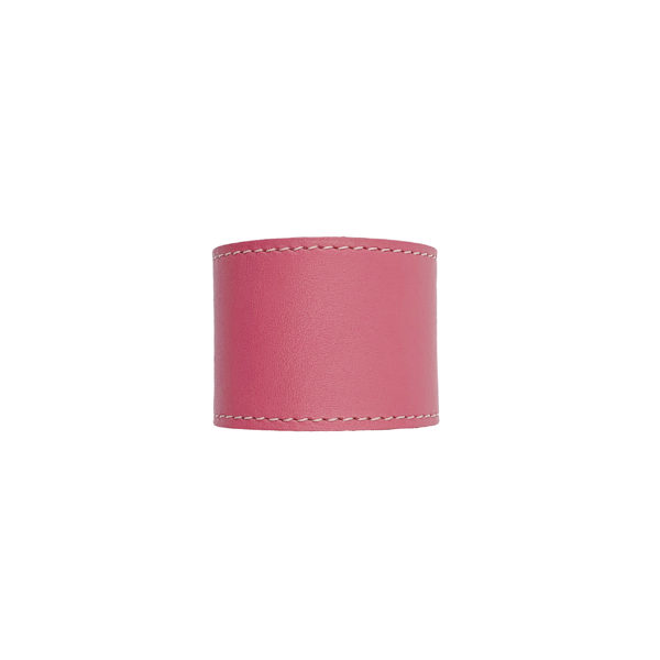 Pink colored napkin ring in leather.